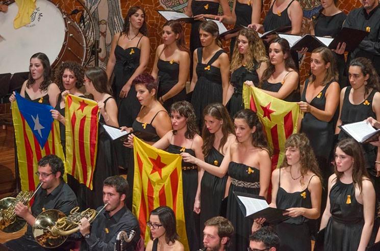 Interpretació dels Segadors. Palau de la Música. Barcelona. Fotografia de Carles Domènec.