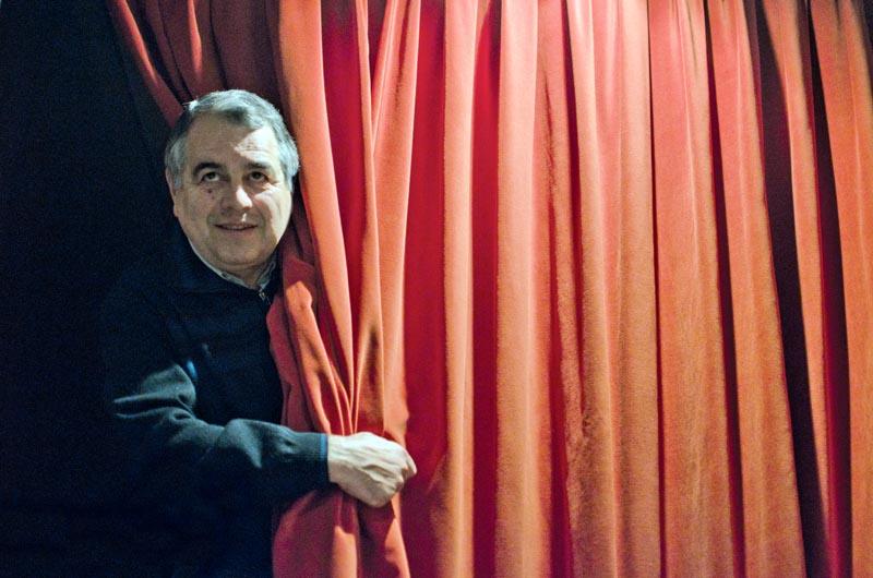 Josep Torrent, guanyador del Premi Memorial Agustí Vehí amb la novel·la 'La sang és més dolça que la mel'. © Fotografia de Carles Domènec, feta a Tiana.