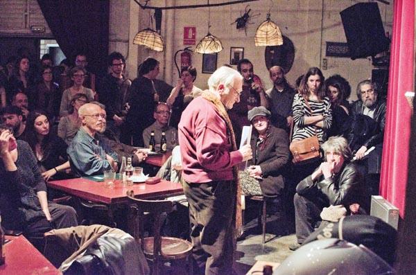 Màrius Sampere al Bar Horiginal de Barcelona. © Fotografia de Carles Domènec.