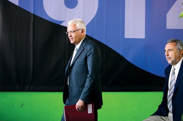 El conseller Ferran Mascarell i el president UCE, Salvador Alegret. Fotografia de Carles Domènec.