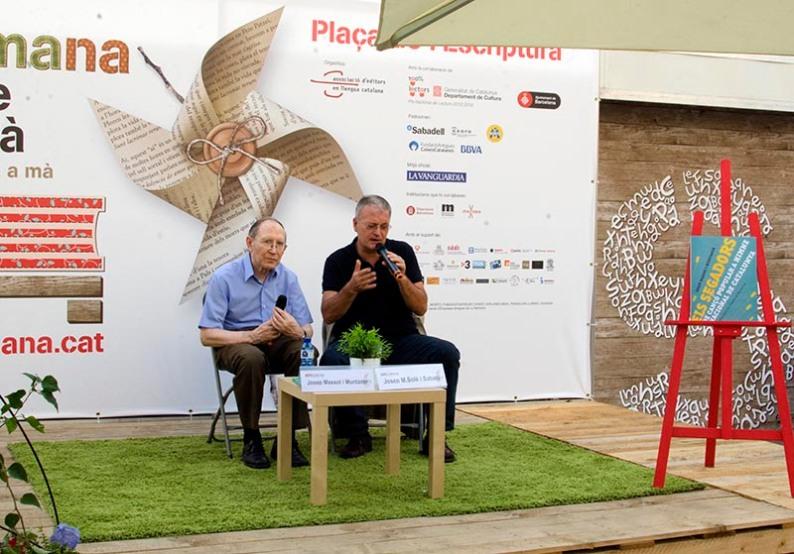 Josep Massot i Muntaner amb Josep M. Solé i Sabaté. Fotografia de Carles Domènec.