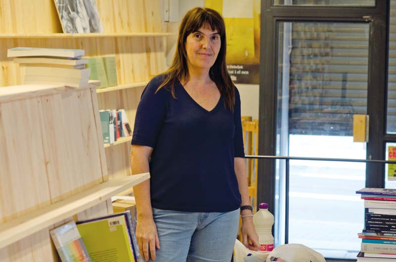 Montserrat Úbeda a la llibrera Ona. Fotografia de Carles Domènec.
