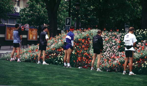 Una fotografia de París. Sí, els corredors fan el que sembla que fan.