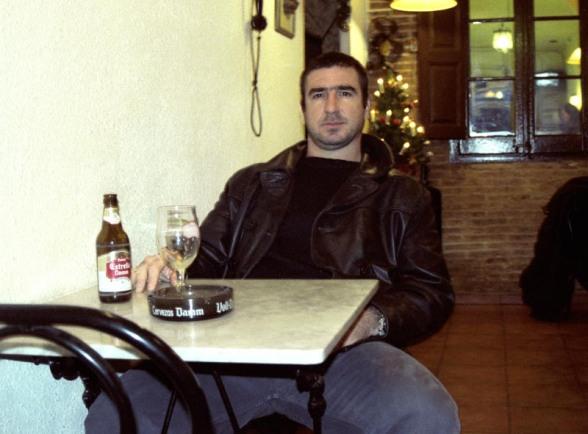 Cantona a un bar de Gràcia. © Fotografia de Carles Domènec