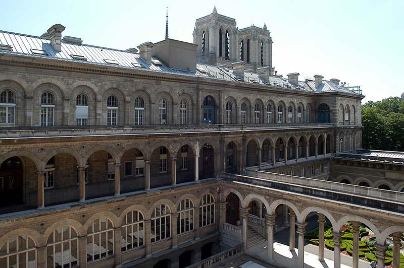 Hotel Dieu, al costat de Notre-Dame de París, lloc d'estudi de Villalonga .  © Fotografia de Carles Domènec