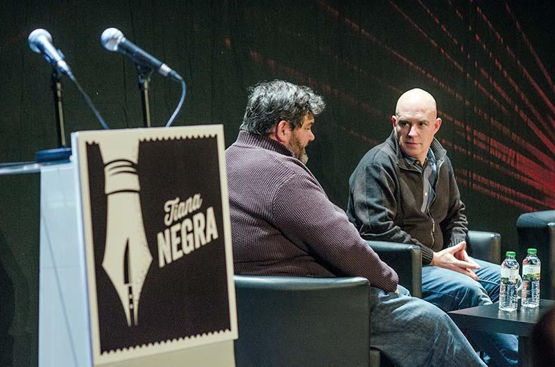 Sebastià Bennasar entrevista Albert Villaró a Tiana Negra. © Fotografia de Carles Domènec