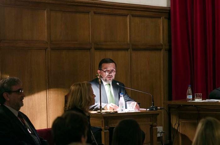 Lectura del discurs 'Una crònica del periodisme cultural'. Al costat de Vila-Sanjuán, l'acadèmica numerària Carme Riera © Fotografia de Carles Domènec