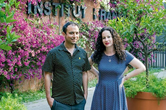 El director Luis Ortas y Samantha, hija de Siegfried Mier, en el Instituto Francés de Barcelona, durante el Festival de Cine Judío de Barcelona.