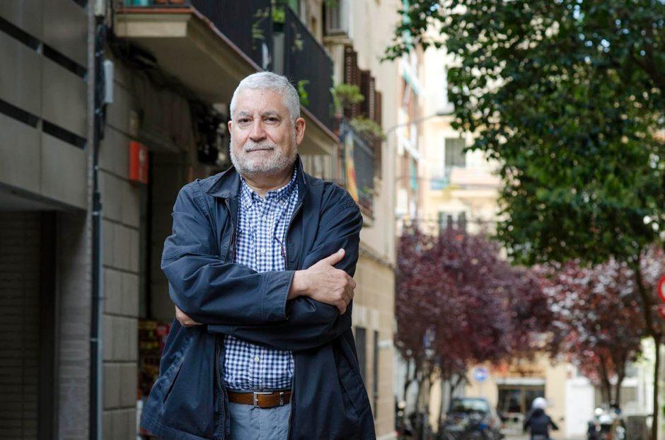 Gustau Muñoz, director de l'Espill, al barri de Gràcia de Barcelona. Fotografia de Carles Domènec.